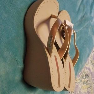 Ipanema Wedge Sandal - beige/gold